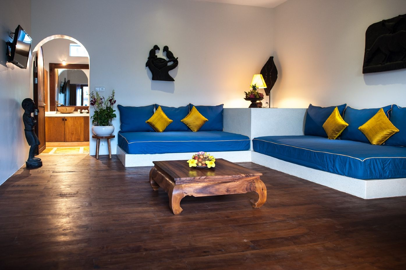 4_Grand_Suite_Living_Room